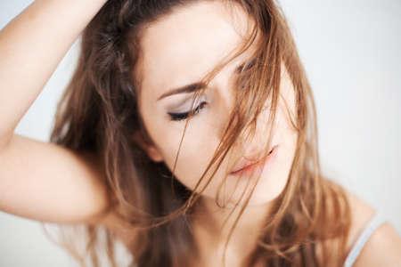 wild hair: La donna con i capelli selvaggi. Archivio Fotografico