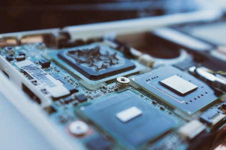 herrajes: las nuevas tecnologías en la industria informática. Procesador, placa base y partes de la computadora. Macro. Moderno Foto de archivo