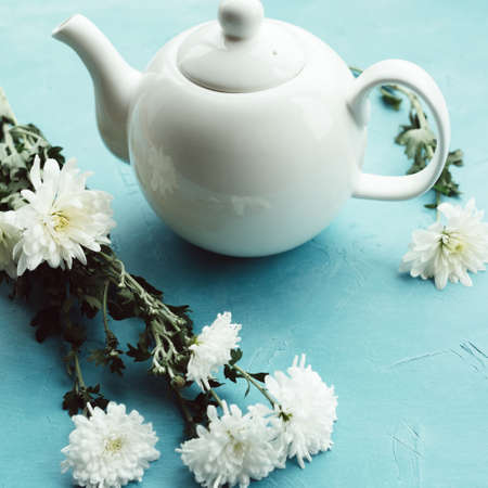 Herbal tea and chrysanthemums on a blue background. Healthcare lifestyle. Pure and tenderness. Imagens - 89062962