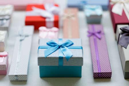 ギフトバラエティ。皆のためのプレゼントの素晴らしい選択。ホリデーシーズン。暖かい思い出