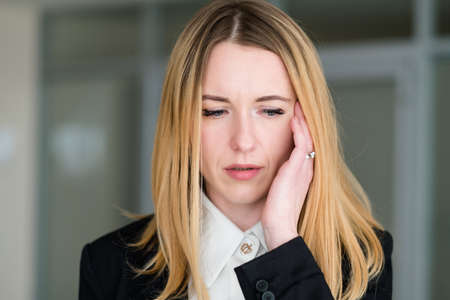 emotion face. upset confused disconcerted dismayed woman at a loss. business lady at office workspace. young beautiful blond girl portrait Zdjęcie Seryjne