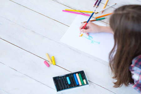 kid creativity and art. girl drawing a flower. child leisure hobby and self expression. Banque d'images