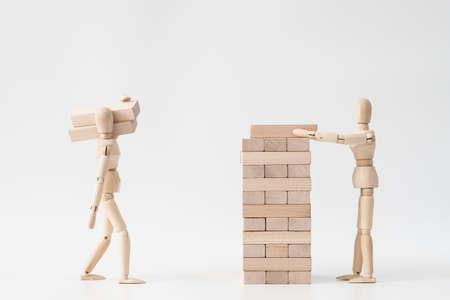Bedrijf of huwelijk opbouwen. Samenwerken. Samenwerking en partnerschap. Conceptuele gearticuleerde man samenstelling.
