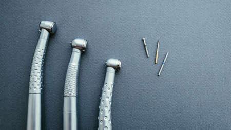 Instrumento profesional. Piezas de mano y fresas para turbinas dentales.