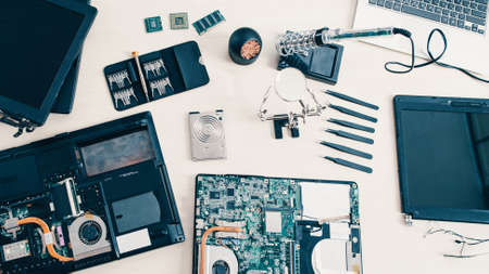 Tech support. Engineer workplace. Disassembled laptop tools Standard-Bild
