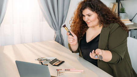 beauty expert cosmetic tools tutorial video online Banque d'images