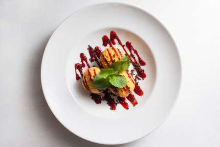 Concetto creativo di ricetta del dessert del ristorante di fotografia gastronomica Archivio Fotografico - 90086049
