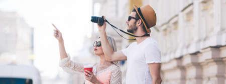 voyages touristiques. les touristes prennent des photos pendant leurs vacances. vacances en famille. beau concept d'architecture Banque d'images