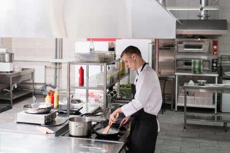 Interior De La Cocina Del Restaurante Espacio De Trabajo De