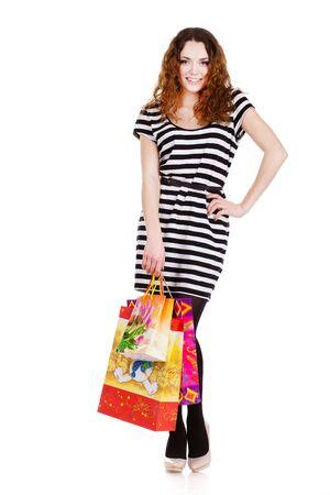 compras compulsivas: mujer con bolsas de compras aisladas en blanco