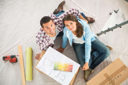 handywoman: couple in new home choosing wall paint colors