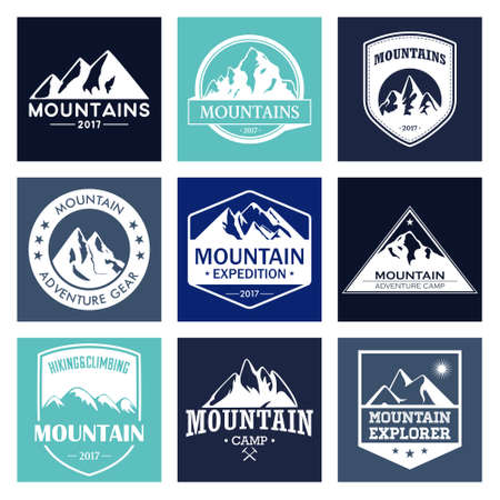 los viajes de montaña, establece aventuras al aire libre. Trekking y escalada en las etiquetas o iconos para organizaciones turísticas, eventos, camping libre.