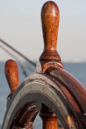 timon de barco: barco de ruedas