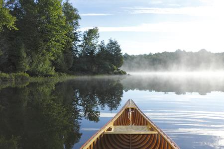 Cedar Canoe Bow on a Misty Lake - Haliburton, Ontario, Canada 免版税图像 - 43897103
