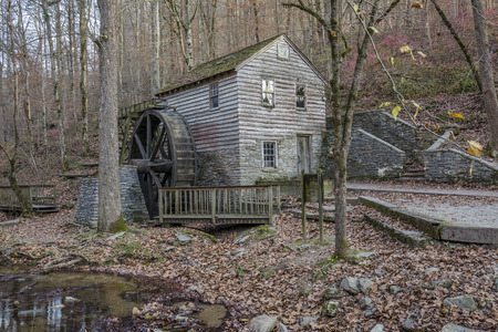 grist mill: Historic 1798 Grist Mill in Autumn - Norris Dam State Park, Tennessee Stock Photo