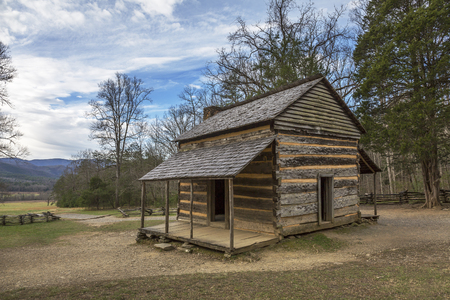 smoky mountains: Historic Smoky Mountains Cabin in Smoky Mountains National Park in Autumn - Cades Cove, Tennessee Stock Photo