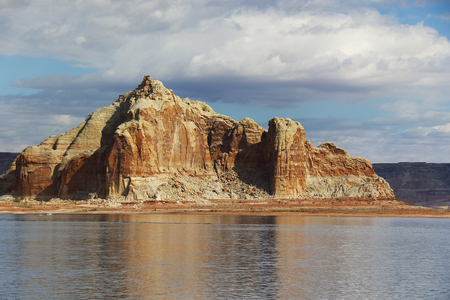 lake powell: Lake Powell, straddling the states of Utah and Arizona, is an artificial reservoir created by the damning of Glen Canyon Stock Photo
