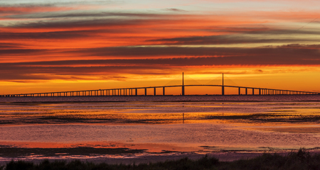 Sunshine Skyway Bridge at Sunrise - St. Petersburg, Florida Stok Fotoğraf