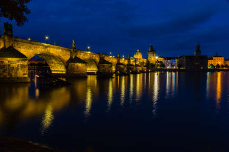 karlovy: A night view of the river Vltava and Karlovy Most, the Charles Bridge in Prague
