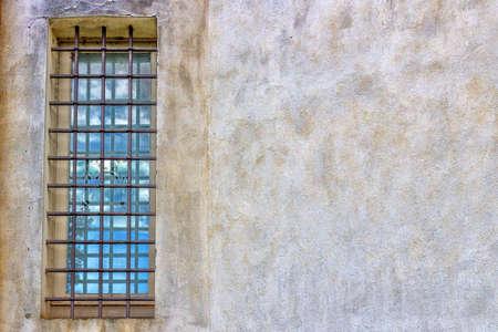 oratoria: ventanas y arquitectura detalles de un oratorio del siglo XVIII, la iglesia barroca dedicada a una imagen de la Virgen de Loreto en el pueblo de Passogatto cerca de R�vena en el campo de Emilia Romagna en el norte de Italia