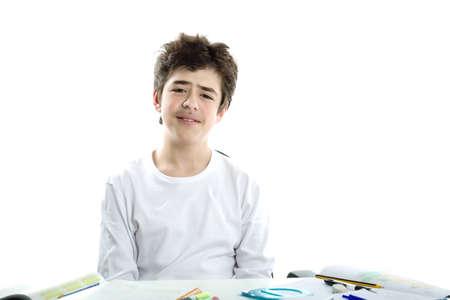 sadly: Carino caucasico ragazzo pelle liscia tristemente seduto di fronte a compiti che indossa una t-shirt a manica lunga bianco Archivio Fotografico