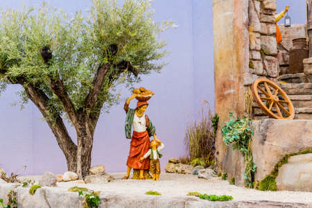 presepio: Nativity scene: some characters of a  crib in Italy. A female farmer with son