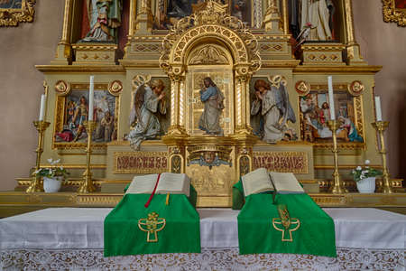 jesus standing: Sacred altar from the Parish Church of Urtijëi in Italy where wood carved statue of Jesus Christ between two angels is standing at a golden door and knocking as in sentence from Apocalypse book