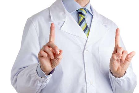 bata blanca: Hombre vestido con bata blanca m�dico, camisa azul claro y corbata del regimiento brillante con el azul oscuro, azul y rayas de color verde claro, est� levantando ambos dedos �ndices para conducir la atenci�n durante un discurso