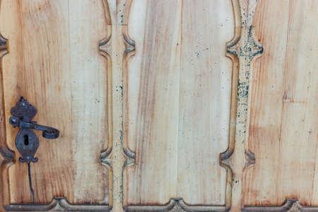 manejar: puerta de madera con mango