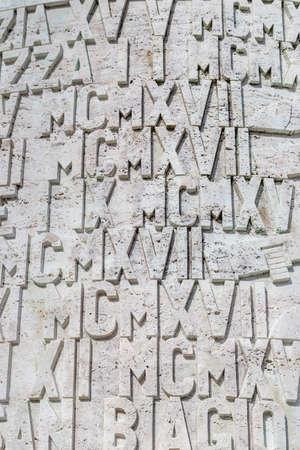 numeros romanos: Un fondo de los números romanos y las letras en piedra