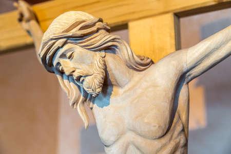jezus: Drewno rzeźbione pomnik Ukrzyżowania Jezusa Chrystusa