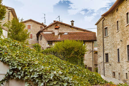 characterized: ivy in medieval mountain village in Tuscany characterized by houses with walls of stones derived from the Renaissance Stock Photo
