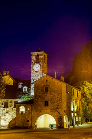 characterized: night view of The Palace of  the Captains in medieval mountain village in Tuscany characterized by houses with walls of stones derived from the Renaissance Stock Photo