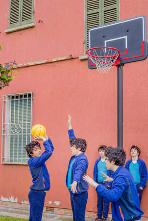 multiplicity: boys playing basketball, actually the same guy cloned in a multiplicity
