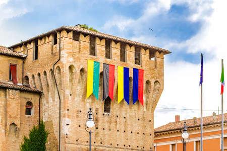 serpentinas: serpentinas de torre de castillo medieval
