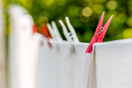 barrettes: clothes hung out to dry with pegs, but after washing they are still dirty