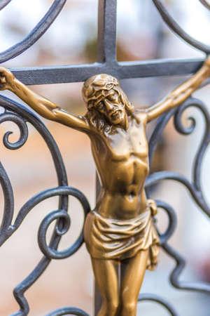 Detail der Skulptur der Kreuzigung von Jesus Christus mit Dornenkrone