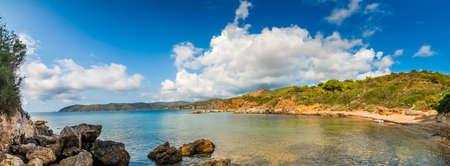 이탈리아의 투 스 카 니 태양 아래 엘바 아일랜드의 맑고 푸른 바다의 흥미 진진한 파노라마