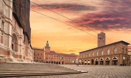 ボローニャのメイン広場にある市庁舎と大聖堂(イタリア) 写真素材