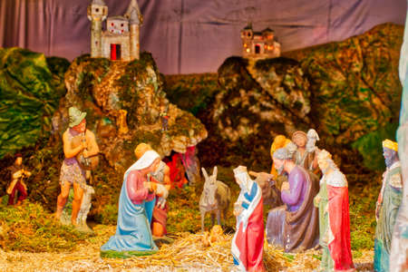 Panoramic Christmas Nativity scene with The Holy Child, The Blessed Virgin Mary, Saint Joseph, The Three Wise Men and ox and donkey Banque d'images