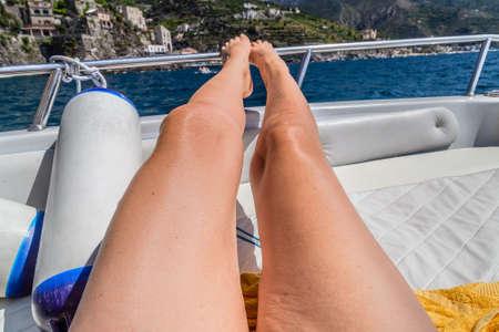 cellulitis on tanned legs on boat Imagens