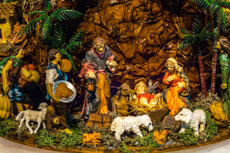 IMOLA (BO),ITALY - DECEMBER 27, 2017: lights are enlightening artistic crib in the 7th edition of the Nativity Scenes Exhibition in the Convent of the Observance Banque d'images - 115508962