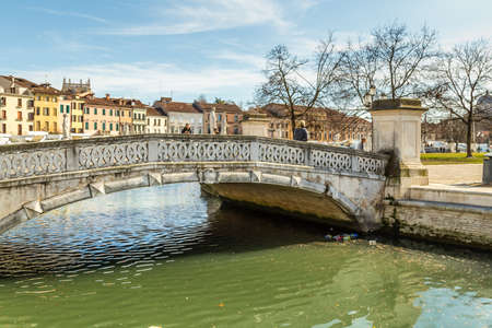 PADOVA, ITALY - FEBRUARY 23, 2019: water flowing in channel of Prato della Valle Square in Padua Banco de Imagens