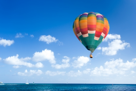 Colorful hot air balloon with blue sky Standard-Bild