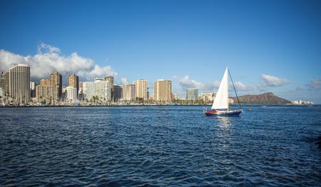 honolulu: Honolulu downtown with seafront