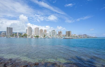 diamond head: Honolulu downtown and Diamond head mountain, Hawaii