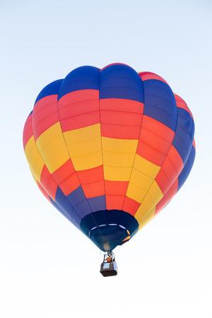 calor: Colorido globo de aire caliente