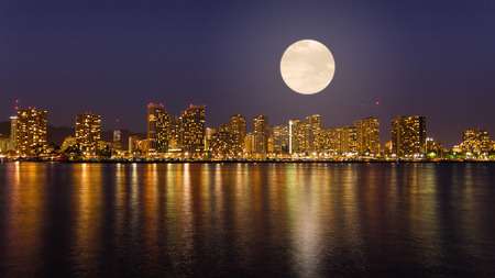 oahu: Super full moon over Honolulu downtown at night Stock Photo