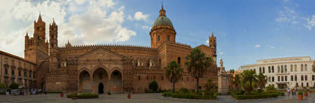 cattedrale: The photo was taken in september 2010 in Palermo  Italy
