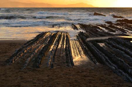 llegar tarde: Playa de Itzurun Foto de archivo